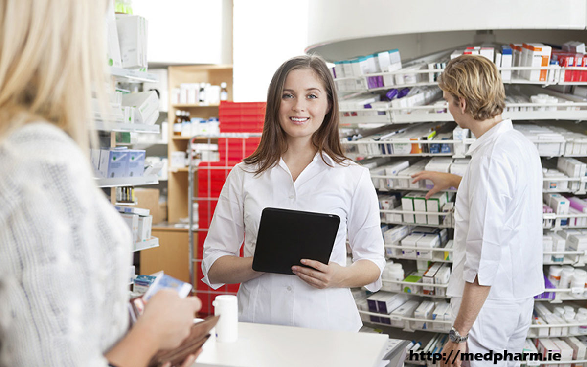 Become a Pharmacy Tech and Your Are Given Two Options – Be Trained on the Job Or Attend Courses
